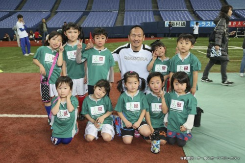 「JFAキッズサッカーフェスティバル ユニクロサッカーキッズ!」が京セラドーム大阪で開催…秋田豊さんが参加
