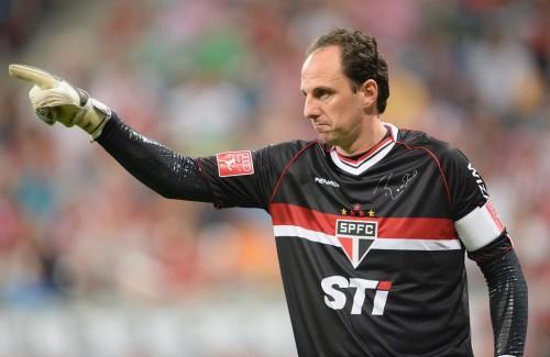 GKロジェリオ・セニ、誕生日に4ゴールと勝利をプレゼントされる