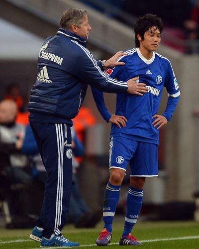 内田篤人、復帰のギリシャ代表DFに言及「戻るには時間がかかる」