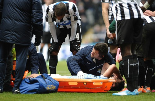 左ひざを負傷したMFナスリ、約8週間の離脱とツイッターで明かす