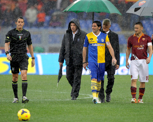 開始早々に雨で中止となったローマ対パルマは4月実施へ