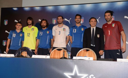 イタリア代表の新ユニが発表…ブッフォン、ピルロ、キエッリーニらが登場
