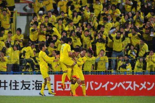 連覇狙う柏が浦和に勝利、リーグ首位の鹿島はFC東京に敗戦/ナビスコ杯第1節