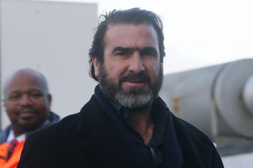 悪童は健在…47歳の元フランス代表FWカントナ、暴行容疑で逮捕