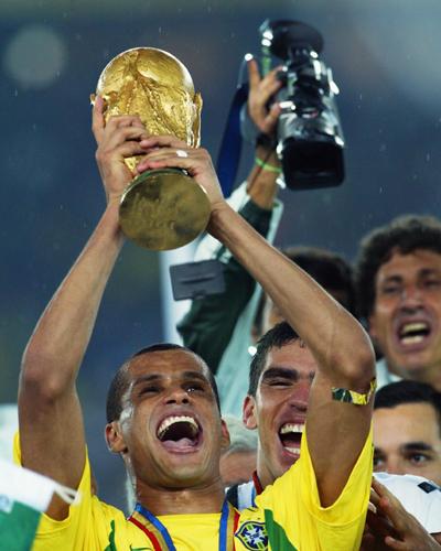 41歳の元ブラジル代表リヴァウドが引退…02年W杯優勝に貢献