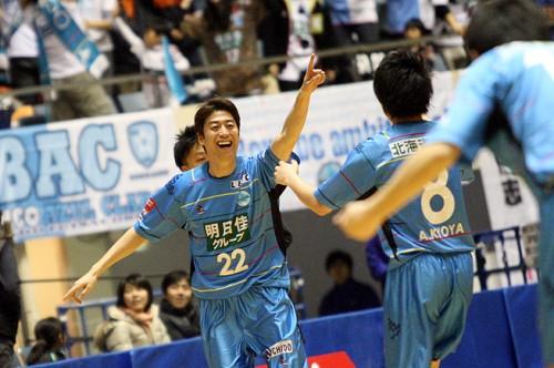 決勝戦は16日キックオフ。結束力を武器に北海道が名古屋に挑む。/PUMA CUP 2014