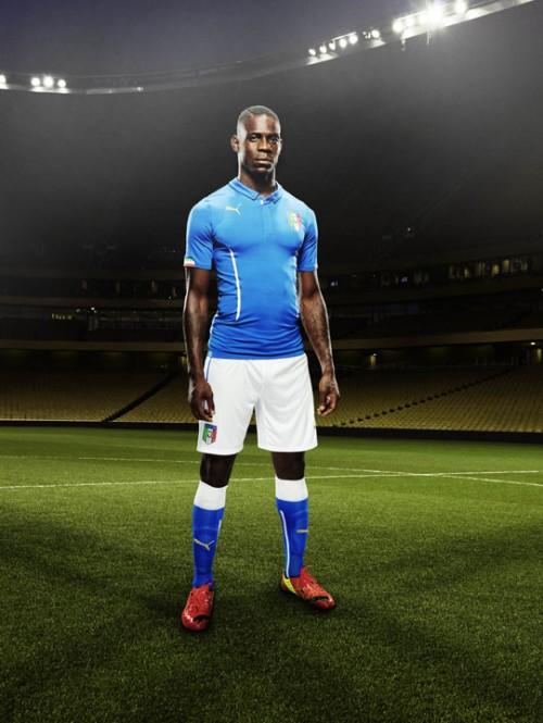 イタリア代表W杯着用モデルの新ユニフォームが発表…ブッフォン「とてもパワフルでイタリアンテイストに溢れている」
