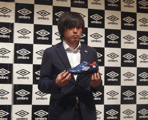 遠藤保仁がW杯着用モデルのニュースパイクを発表…故郷の桜島をイメージ