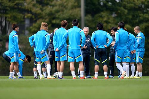 日本代表のザック監督「海外組と国内組全員を平等に見ていく」