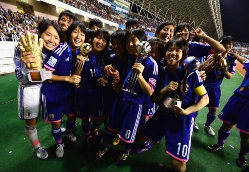 U-17女子W杯優勝トロフィーが日本サッカーミュージアムで8日から展示開始