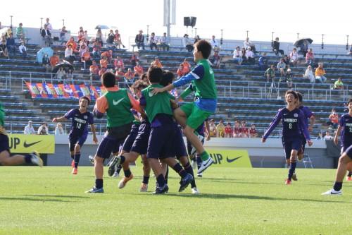 JFAプレミアカップ決勝は、スピードが武器の広島とボール支配で主導権を握る柏の対戦に