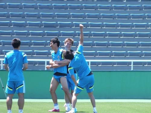 W杯臨む日本代表の海外組9選手が自主練…ファンに公開実施