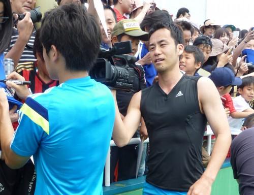 W杯日本代表の海外組9選手が自主トレ…ファンサービスも実施