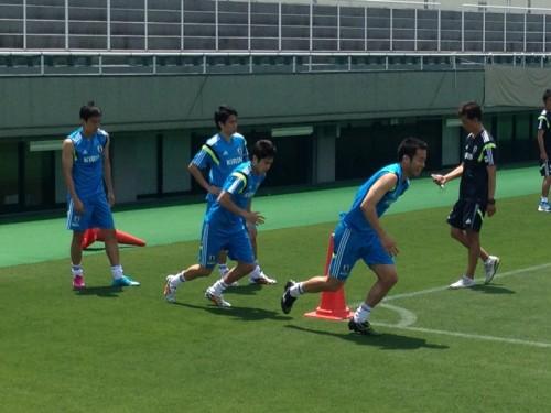 内田、香川ら海外組4選手が都内でトレーニング…きついメニューに吉田が「これヤバイ!」