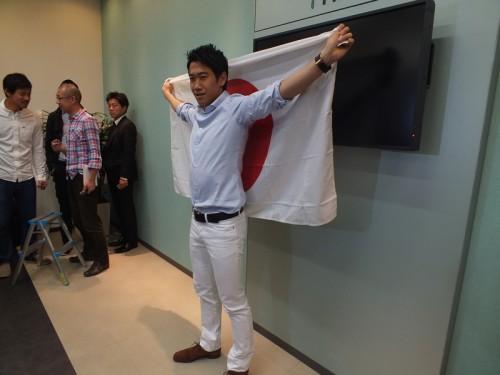 初のW杯に臨む香川が帰国…メンバー発表は「機長に教えてもらった」