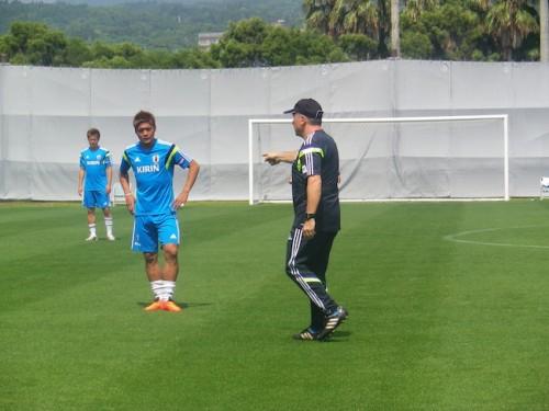 日本代表の合宿3日目午後練習、フォーメーションでのボール回し