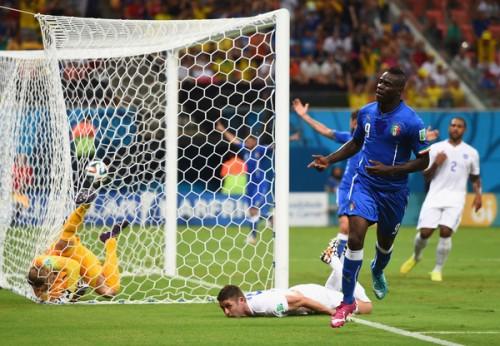 イタリア代表のデ・ロッシ、バロテッリに更なる成長求める「制止不能な選手になれる」