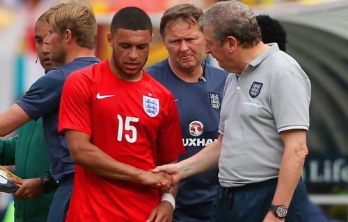 イングランド代表のホジソン監督、負傷したチェンバレン復帰に期待