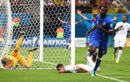 """""""死の組""""注目の一戦、バロテッリ弾でイタリアがイングランドに勝利"""