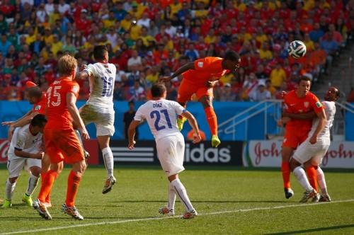 オランダがチリに完封勝利、3連勝でグループ首位通過決める