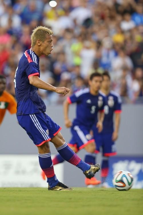 日本、ザンビアに前半2失点…本田のPKで1点返して試合折り返す