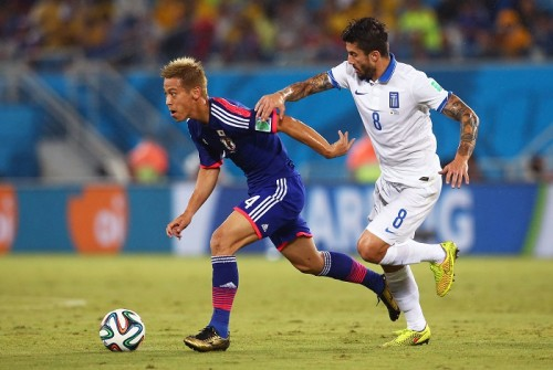 日本が試合支配も前半はスコアレス…ギリシャは退場者出し数的不利に