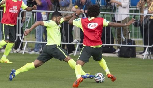 ブラジル代表FWフッキ、左足の筋肉痛めて次戦メキシコ戦欠場か