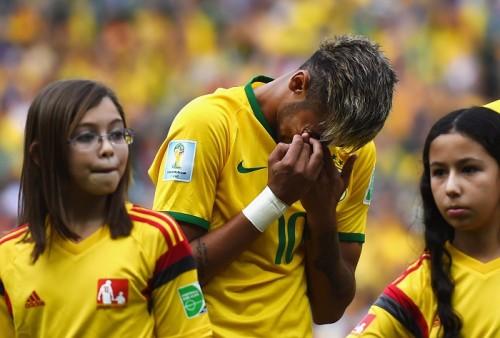 ブラジル代表FWネイマール、メキシコ戦前の国歌斉唱で涙を流す