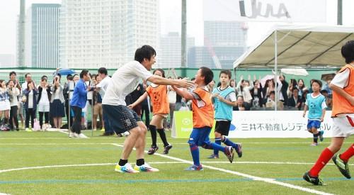 「MIFA Football Park」がオープン…桜井和寿&GAKU-MCのウカスカジーが試合&ライブ開催、本田もエール