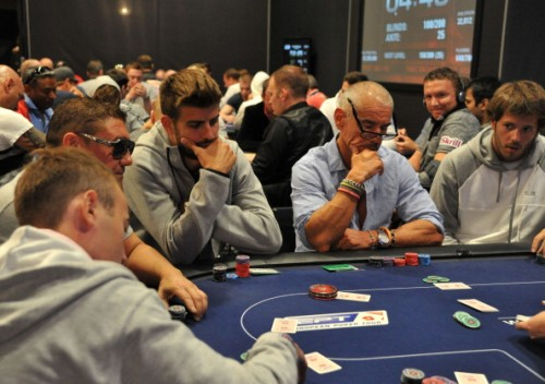 スペイン代表ピケがポーカーのW杯に出場も、大会2日目で敗退