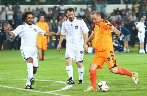 トルコのエルドアン首相、エキシビションマッチでハットトリック達成