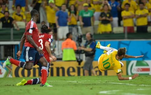 ネイマール、ブラジルがW杯決勝に進出した場合、鎮痛剤を使った復帰の可能性を医師と話し合っていた