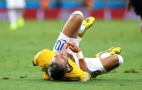 骨折したネイマールのW杯離脱…アルゼンチンでも「悲しい」と報道