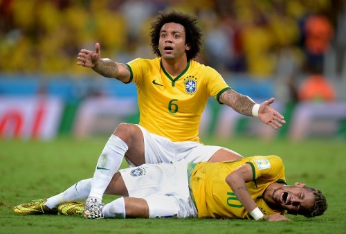 ブラジル代表に大打撃…ネイマールが腰椎骨折でW杯欠場へ、ドクター明かす