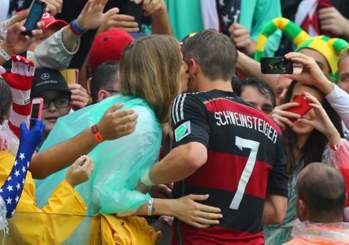 ドイツ代表の妻たちは美女揃い、準決勝は客席の最前列にも注目!