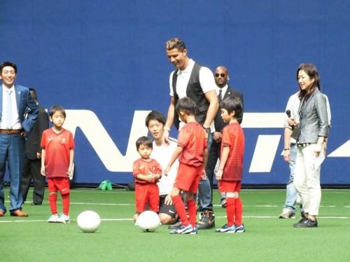 C・ロナウドがサッカー教室に参加「夢を持って、信じて思い切り練習して」