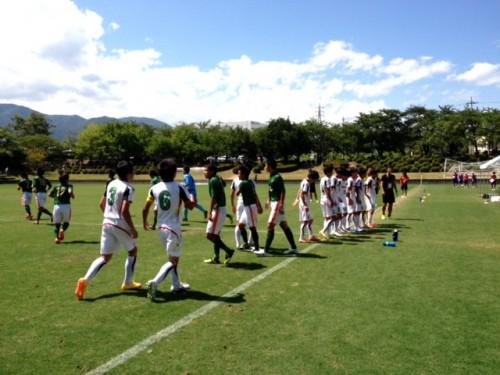 青森山田が「変則3バック」で広島皆実封じ、1点堅守で準決勝進出