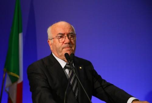 伊サッカー連盟会長にタヴェッキオ氏が就任「全員の会長となる」