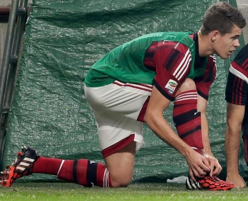ミランMFファン・ヒンケルがデビュー戦で負傷…今後2試合を欠場か