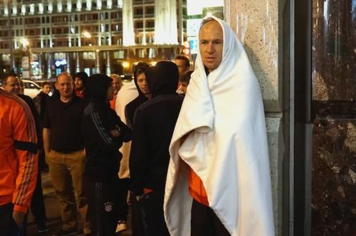 バイエルンに悲劇、毛布にくるまり路上へ…宿泊ホテルに爆破予告か