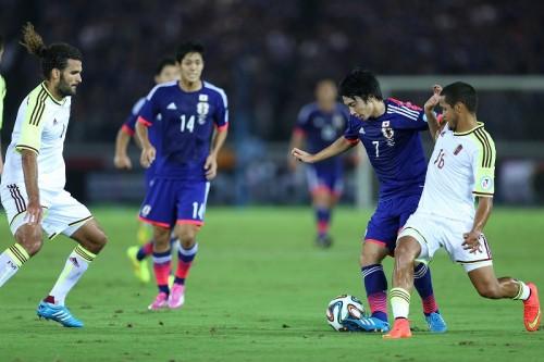 柴崎岳が代表初ゴール、鮮やかボレー弾は「流し込むだけだった」