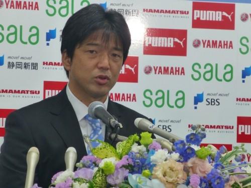 磐田の名波新監督が就任会見、決断理由は「リトル名波に言われた」