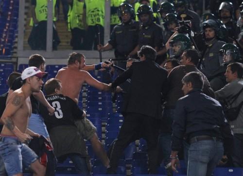 CLローマとCSKAモスクワの試合でサポーターが衝突…2名が病院へ搬送