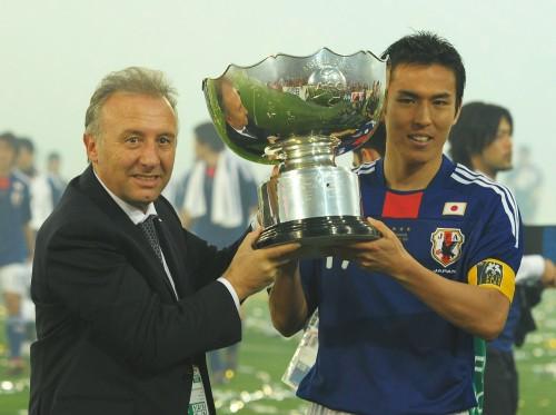 11月アジアカップのトロフィーが公開…元日本代表によるトークショーも開催