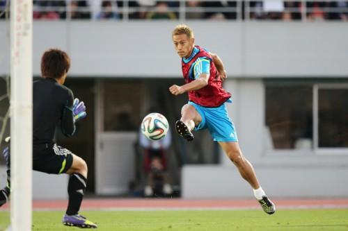 結果を生み出すポジションで勝負…本田圭佑は前線で脅威となることを優先