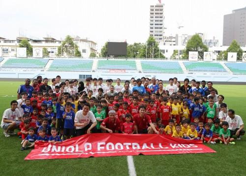 ユニクロフットボールキッズが海外初開催…本田も特別メッセージ