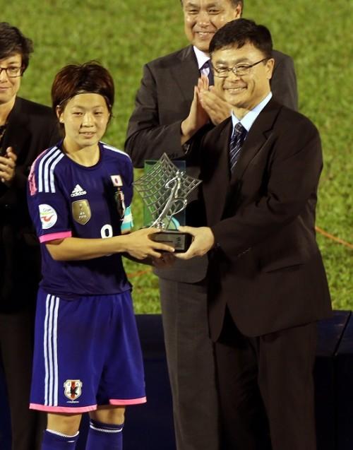 なでしこ主将の宮間、アジア杯MVPの賞金1万ドルを日本ユニセフに寄付