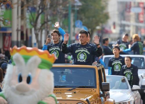 J2初制覇の湘南ベルマーレ、優勝祝賀パレードを実施
