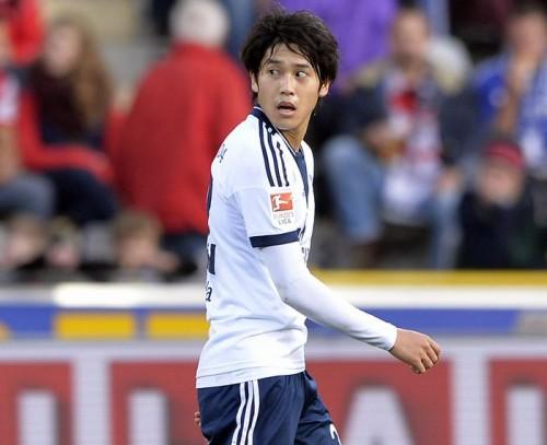 内田篤人が腕を負傷、骨折の疑いで精密検査へ…シャルケが発表