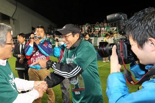 クラブ初のJ1昇格に導いた松本山雅の反町監督が契約延長「今まで以上に精進」